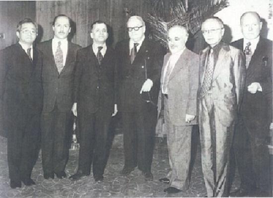 از راست، چارلز آدامز اسمیت، توشیهیکو ایزوتسو، پرویز مروج، هانری کربن، مهدی محقق، سید حسین نصر، توشیو کورودا