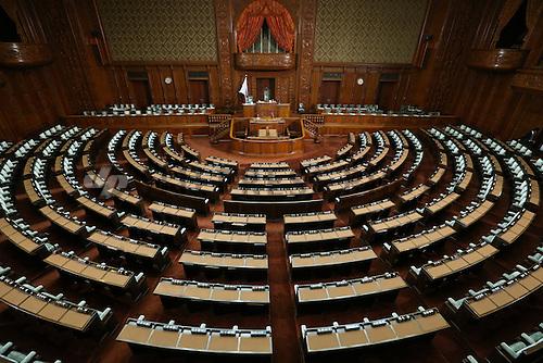 خواب، ابزارِ گریز: جنبههای اجتماعی و فرهنگی چُرتزدن در پارلمان ژاپن