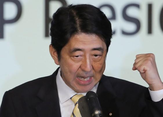 نیمی از مردم ژاپن خواستار برکناری «نخستوزیر آبه» هستند