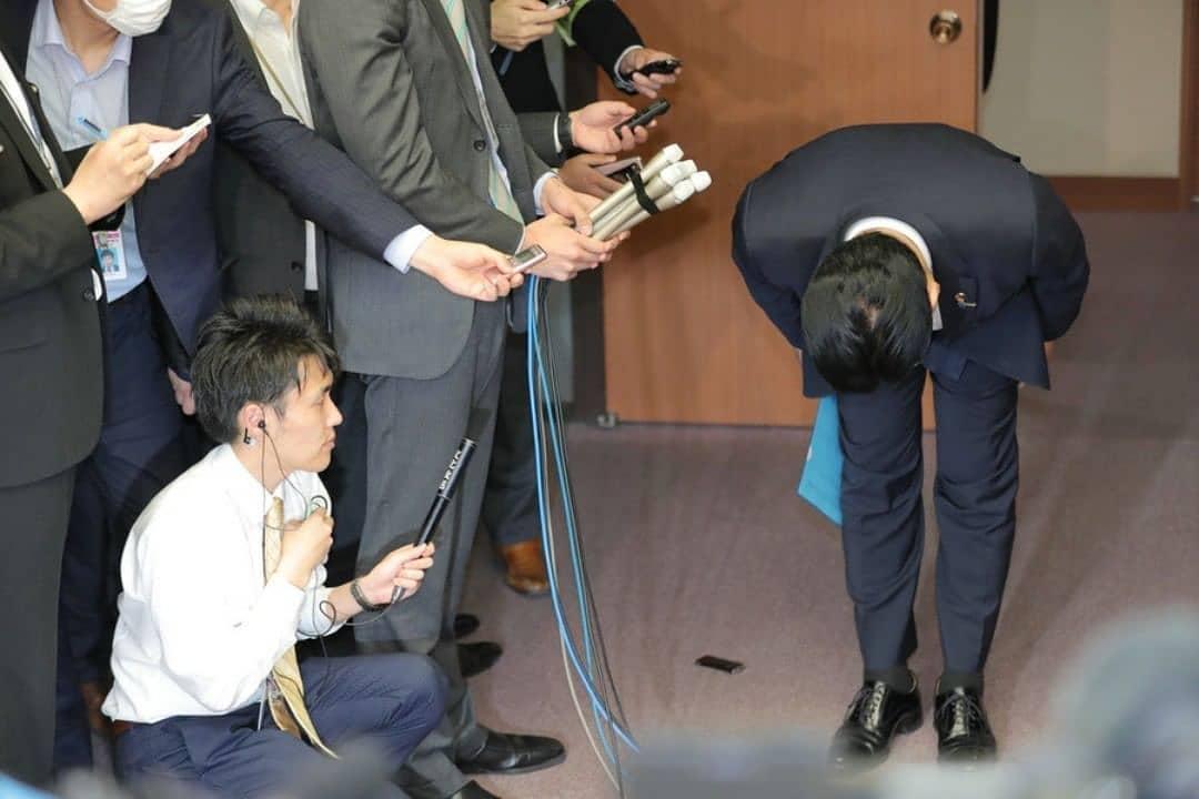 عذرخواهی و استعفای معاون وزیر راه ژاپن